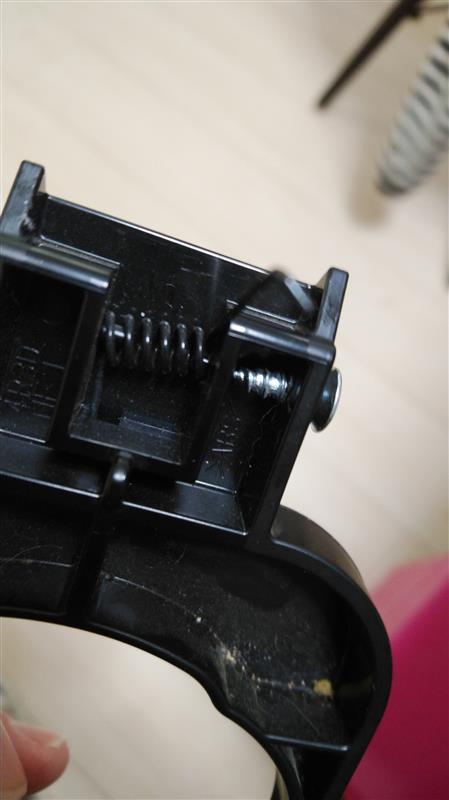 セカンドシートのドリンクホルダーを直す(その2)