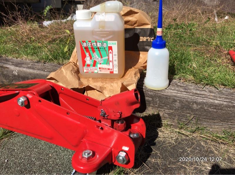 油圧ジャッキ用オイルを充填