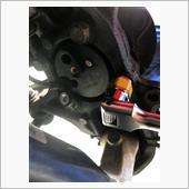 ハブを固定してる4本のボルトを緩めます。かなりの高トルクで止まっているため、メガネレンチやスピンナーハンドル等を使わないと、ボルトの頭を舐めるので注意です。<br /> ボルトはガタガタになるくらいまで緩めますが、この後のハブ取り外し時に脱落しないように全部抜かないでおきます。<br /> <br /> なおこのボルトは再利用不可です。ハブと同時にボルトも新品を調達しましょう。