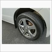 取引関係でこのところ定番になった<br /> ネクストリー165/55-14<br /> 普段履き。<br /> 純正装着タイヤと外径が近似なので<br /> メーター誤差小です。<br /> 145/80-12が539㎜165/55-14で538㎜<br /> このままで車検を通せると<br /> 文句無しなんだが<br /> 悲しき4ナンバー<br /> LT規格でも無いし<br /> 耐荷重不足なので車検時は履き替え。