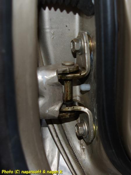 運転席扉をぶつけて困ったこことに、扉下がりを強引にド素人修理