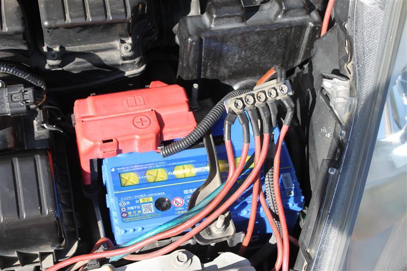 新バッテリを装着<br /> <br /> エンジン始動の改善が見られました。<br /> <br /> 物は4,470円で交換でした。<br /> 前回より容量アップで値段が下がっていました。