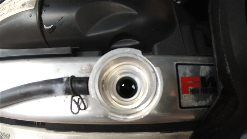 ラジエーターキャップ交換&取り付け部清掃。