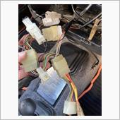 オーディオを外したら配線の束。変換が複数付いていた。オーディオも外部入力用のRCAやらでごちゃごちゃ。<br /> ジムニーはオーディオスペース少ないし丸見えですからね