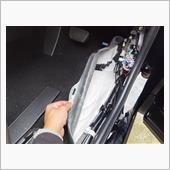 運転席、助手席、後席フロア<br /> シンサレート、ニードルフェルト<br /> 敷き詰め