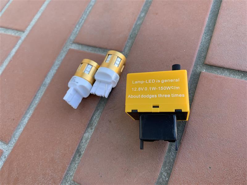 コペンに付けていたウインカー用のLEDランプが残っていたので取り付けます♪<br /> コペンの時は配線作って抵抗噛ませたけど、今回は面倒くさいのでリレー買いましたw<br /> <br /> LEDもリレーもメーカー不明w
