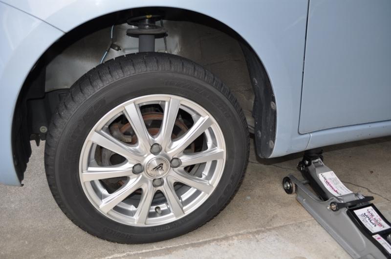 車検に出す前に、スタッドレスタイヤに換装