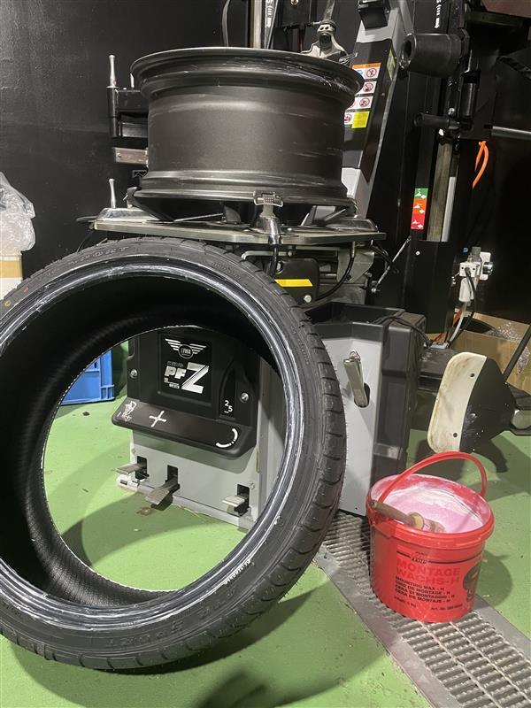 ROWEN タイヤ交換をしました!