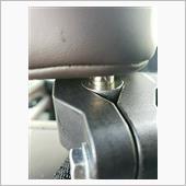 ヘッドレストのステーとアームの取り付け可能サイズに差があったので加工。<br /> <br /> ちなみにヘッドレストのステーの外径は14mmです