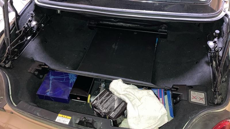 トランクにインロック…。