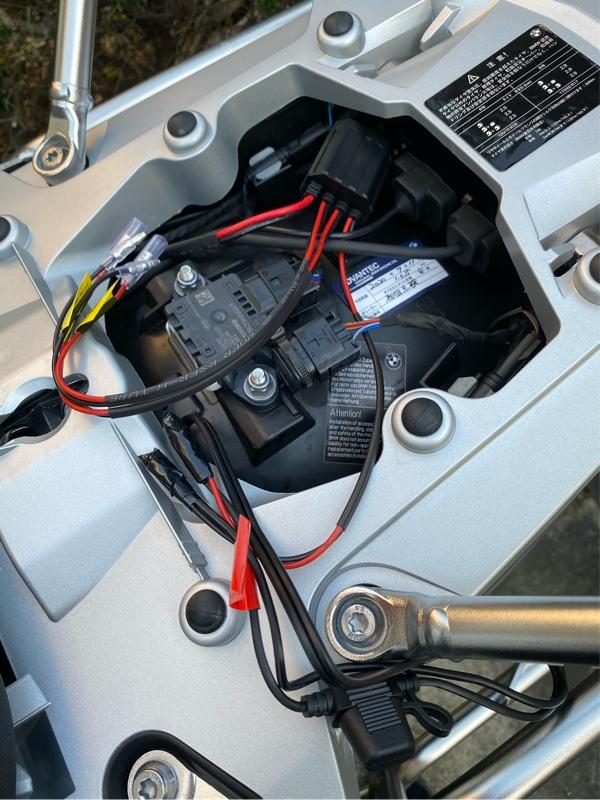 シートヒーターとリレー内蔵電源ユニット
