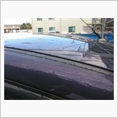 3週間程休み無しで現場が続いてしまい、気付けば前回の洗車の記録は11月14日。((( ;゚Д゚)))ガクガクブルブル<br /> <br /> https://minkara.carview.co.jp/userid/2788827/car/2387189/6088151/note.aspx<br /> <br /> 3週間ちょっと完全放置だったボディは目立った汚れもなく、自宅からいつもの場所に着く頃には水滴が流れてしまっているくらい撥水がしっかり残っていました🎵<br /> <br />  遅いかもしれないけど、SONAXのコーティングを重ね掛けするためにいつもの場所で洗車です。(・ω・´)