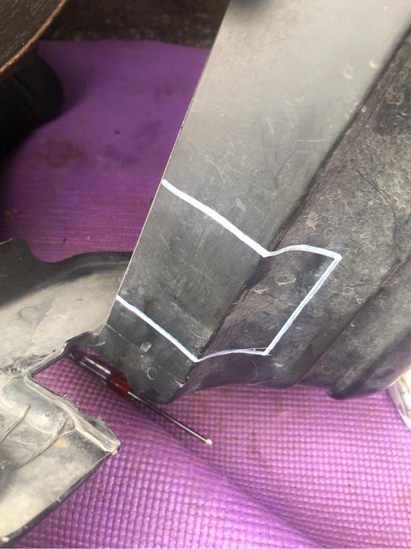 Fロアアームバー装着のための加工