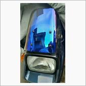 ブルー系の外装(トヨタ車のブルーマイカ)ですので、やはりこの辺りの色合いが似合うと思います。スモークスクリーンじゃ、似合わねぇ。