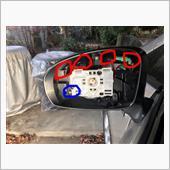 赤丸の4か所の爪を押しながらカバーを外しました。<br /> 車体側から外していく方が私は簡単に取れました。
