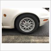 先日のニュースを見て立ち往生しないように冬用タイヤに交換します。