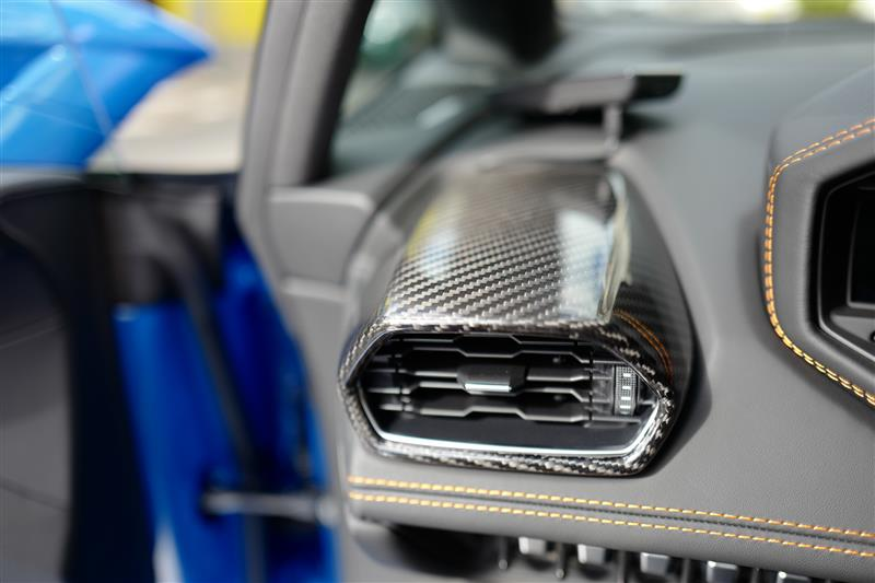 ランボルギーニ・ウラカンEVO RWDにカーボン製エアコンベントカバー取り付け