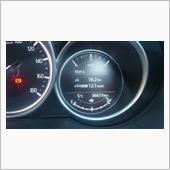 スタッドレスタイヤ交換です。<br /> <br /> メーター36673km<br /> <br /> 昨シーズンは結局必要性がありませんでしたが今年は履いておかないと嫁さんの実家まで行けません^^;<br /> <br /> 車載ジャッキでいつも作業してますがさすがにしんどいので油圧ジャッキ欲しいですがアレって坂道でも使えるんですかね?