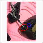 外した後の画像ですが…赤丸の3箇所のトルクスネジを外し、台座の部分を外し、青丸のネジを外します。