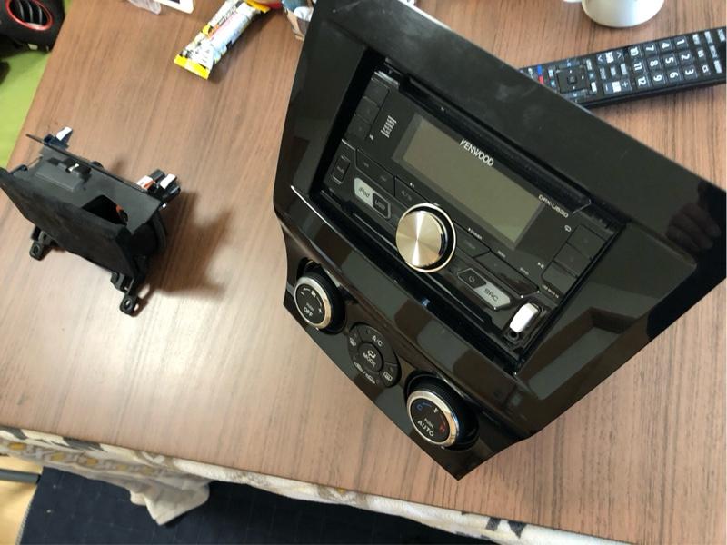 RX-8 内装赤化(センターパネルたち)その③ 〜スウェード貼り付け〜
