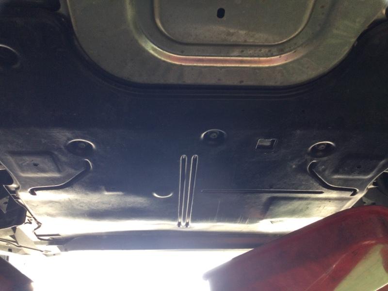 エンジンルーム下からの異音解消