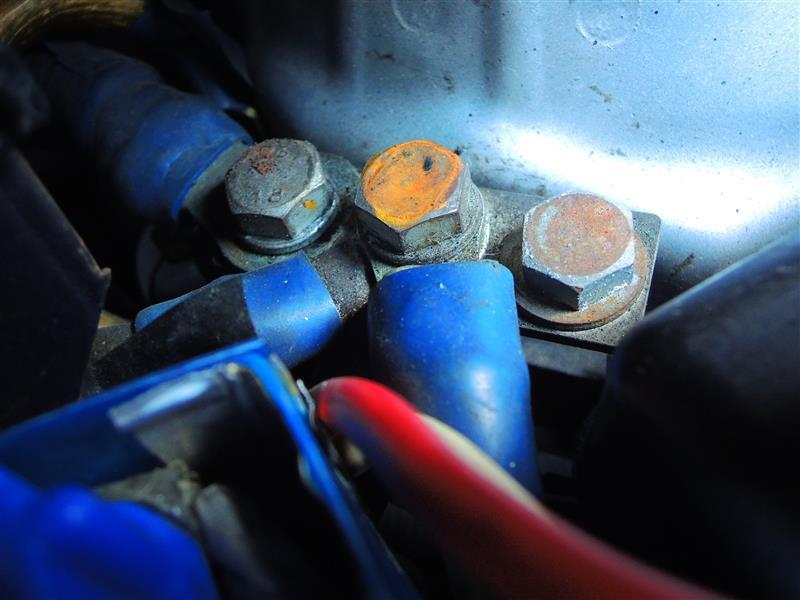とにかくバッテリーから流量計通過後のボディーアース線車両に