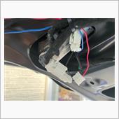 電源はユアーズ製のブレーキ全灯火キットのスモールから拝借します。