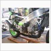 サイレンサー&近傍のパイプの塗膜は硬化していないので、2液ウレタン塗装を再度実施してみても良いかも・・・<br /> 問題なくバイクに装着出来る事を確認したので、ヨシムラマフラーは一度外して本仕上げしつつ、並行にバイクはノーマルで再度組上げて行きます。