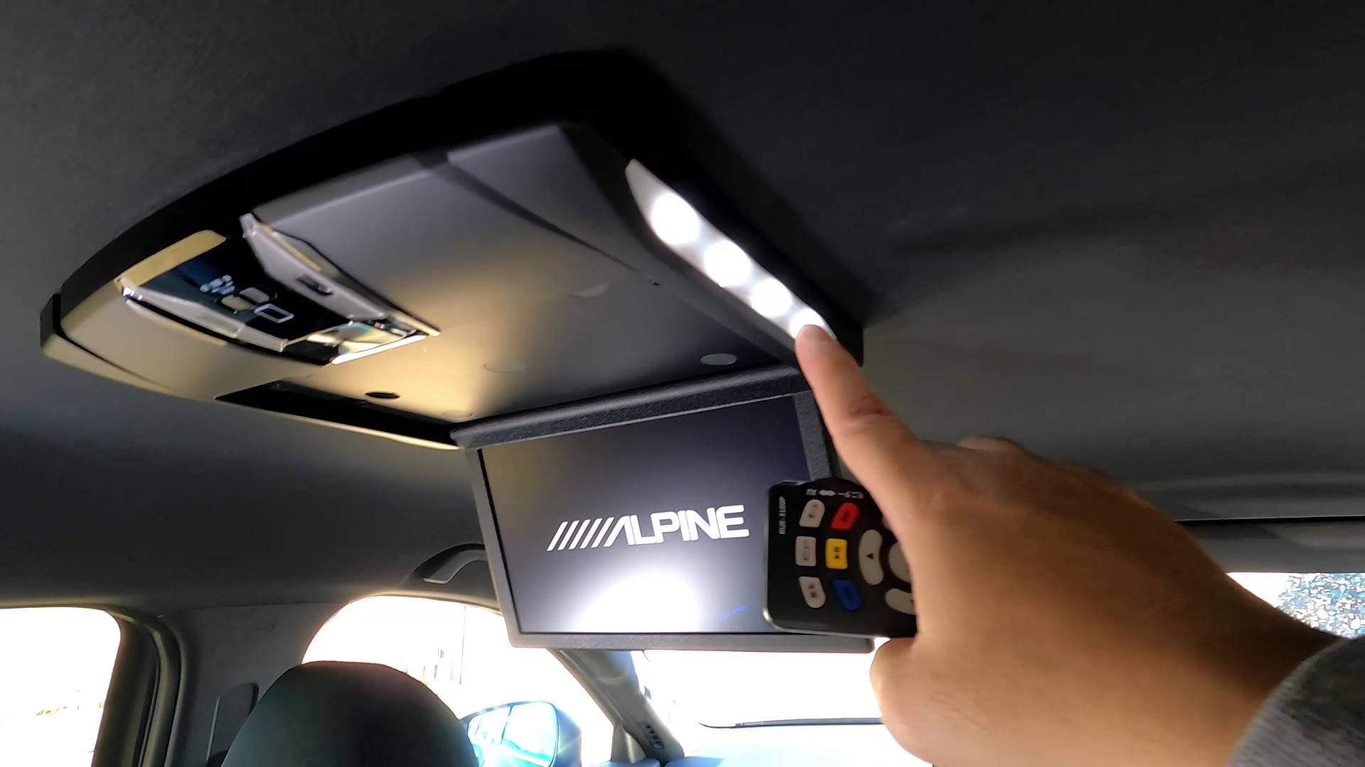 純正リアモニター自分で交換してみた【Alpine RSH10XS-R】