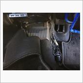 後席足元と前席ドリンクホルダーにうっすら照明が欲しくお手軽イルミを装着しました。<br /> 前車のゴルフヴァリアントから取り外したものをそのまま使用してます。<br /> <br /> 後席電源ソケットから分岐し、USB電源とイルミ電源を取り出し。配線はフロアマット下に隠すのでざっくりまとめてます。(性格が出ます…汗)