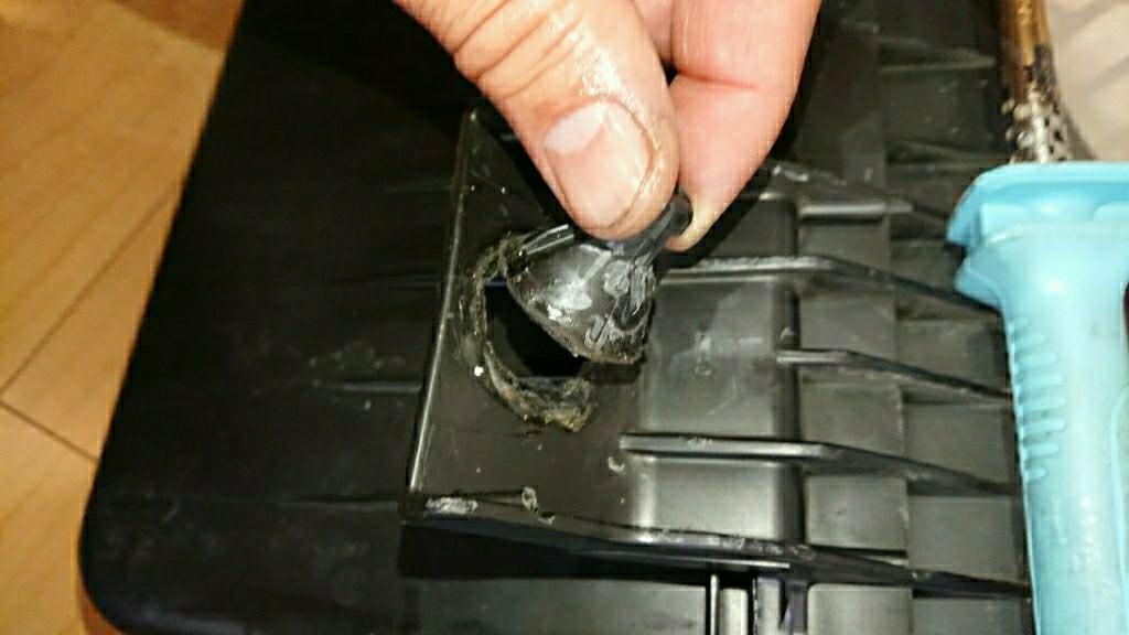 エアクリの修理(割れたプラ樹脂直す)