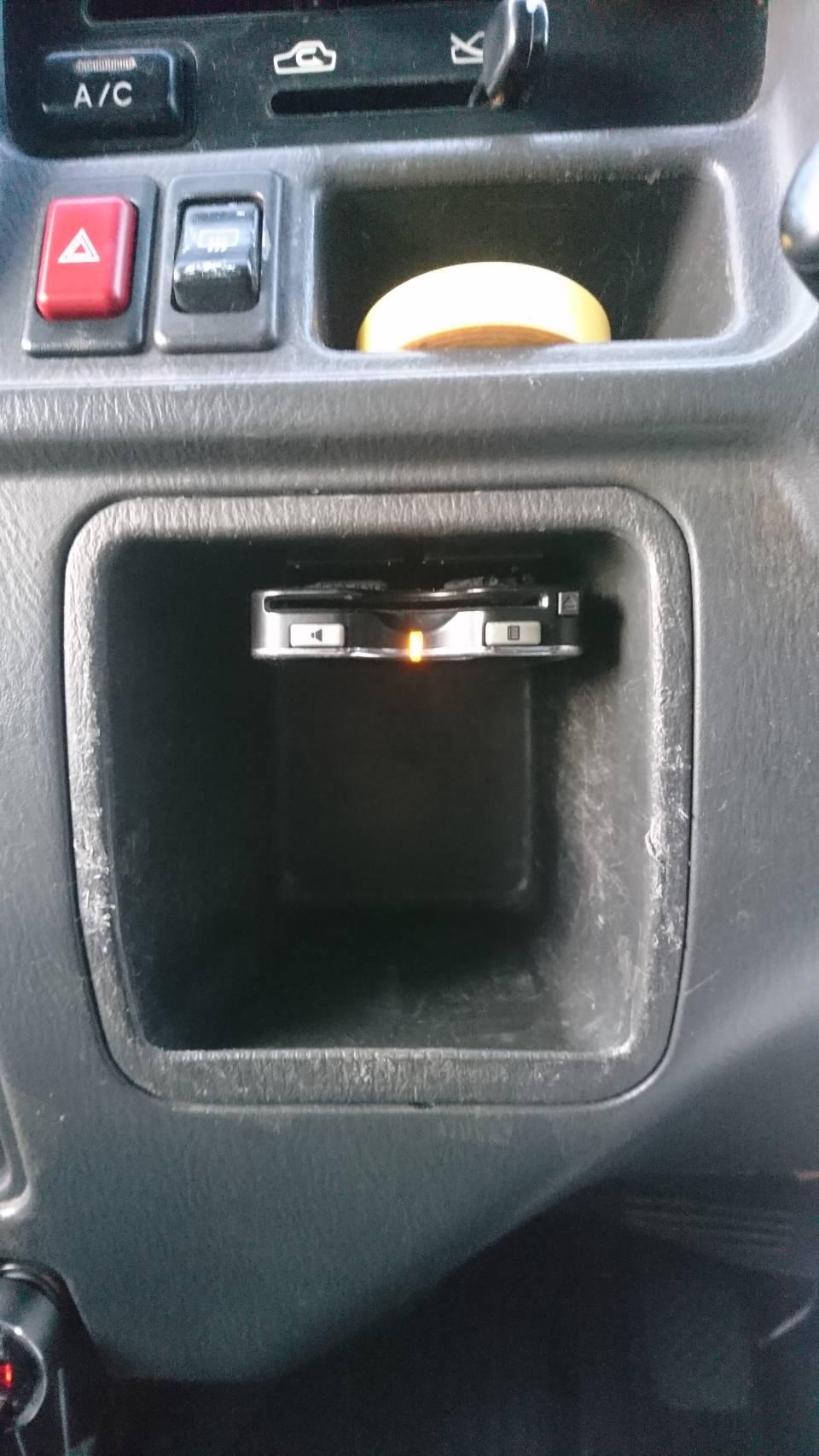 随分前から車載器は何台も転がってたんですが、自分のクルマとなると、まぁ後回し後回し… で数年<br /> <br /> 先日、あ、ココに付けたらベストじゃね??<br /> って突然ひらめいたので、急遽付けました。<br /> <br /> ポケット奥に穴を開けて配線は裏に逃がしました。<br /> <br /> 収納スペースもある程度生きるし、操作しやすいし、見やすいし、気に入りました。<br /> <br /> 後日、TT2にも付けたいと思います。<br /> <br /> 尚、来年2022年から電波法の改正で一部の旧い車載器は使用できなくなるそうなので、それに該当しないかどうかも最初に確認しました。