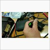 いつもの、安定化電源から電気をとって、動作確認。<br /> <br /> ETCカード読み取り正常です。<br /> <br /> あとは、気が向いた時に載せ換えをしましょう。<br /> <br /> 勿論、再セットアップも依頼します。<br /> <br /> <br /> さて、二輪用をETC2.0にしたところで、いったい何が変わるのでしょう?圏央道の割引くらいでしょうか?<br /> <br /> 1で始まる車載器管理番号、スプリアスとセキュリティ規格もクリアしている位でしょうか。<br /> <br /> 一応局免受けているので、使用している古リグは一般財団法人日本アマチュア無線振興協会(JARD)にスプリアス確認保証を受けています。<br /> <br /> 世界中で声高に『無駄な電波を漏らすな!』ってことですね。<br /> <br /> 普及の進まないETC2.0をイヤでも消費者に持たせるには、どんどん施設や規格を変えてしまえば交換しない訳にはいかなくなりますからね。<br /> <br /> 多方面情報もDSCの端末と新規格ビーコン、それに対応したナビゲーションがなければ受けられません。我が家には1台も適合しません。<br /> <br /> 古い製品を大事に使ってるユーザーの存在は無視されます。
