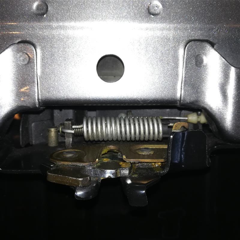 エンジンフードロック解除不能(原因不明)