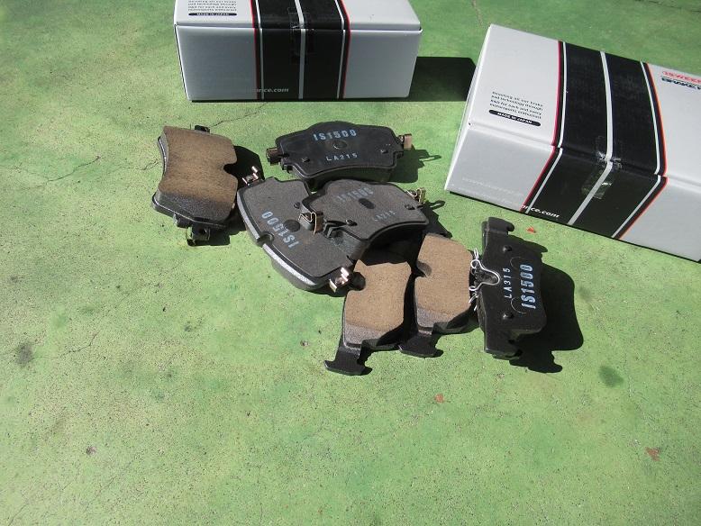 黒い悪魔にさようなら..MINI F54クラブマン クーパーD ブレーキパッド交換 ISWEEP