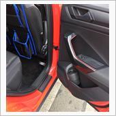 リヤは真っ直ぐ貼れる部分がかなり短いです。無いよりはマシかなと。<br /> 後席の狭さがよくわかりますね。。