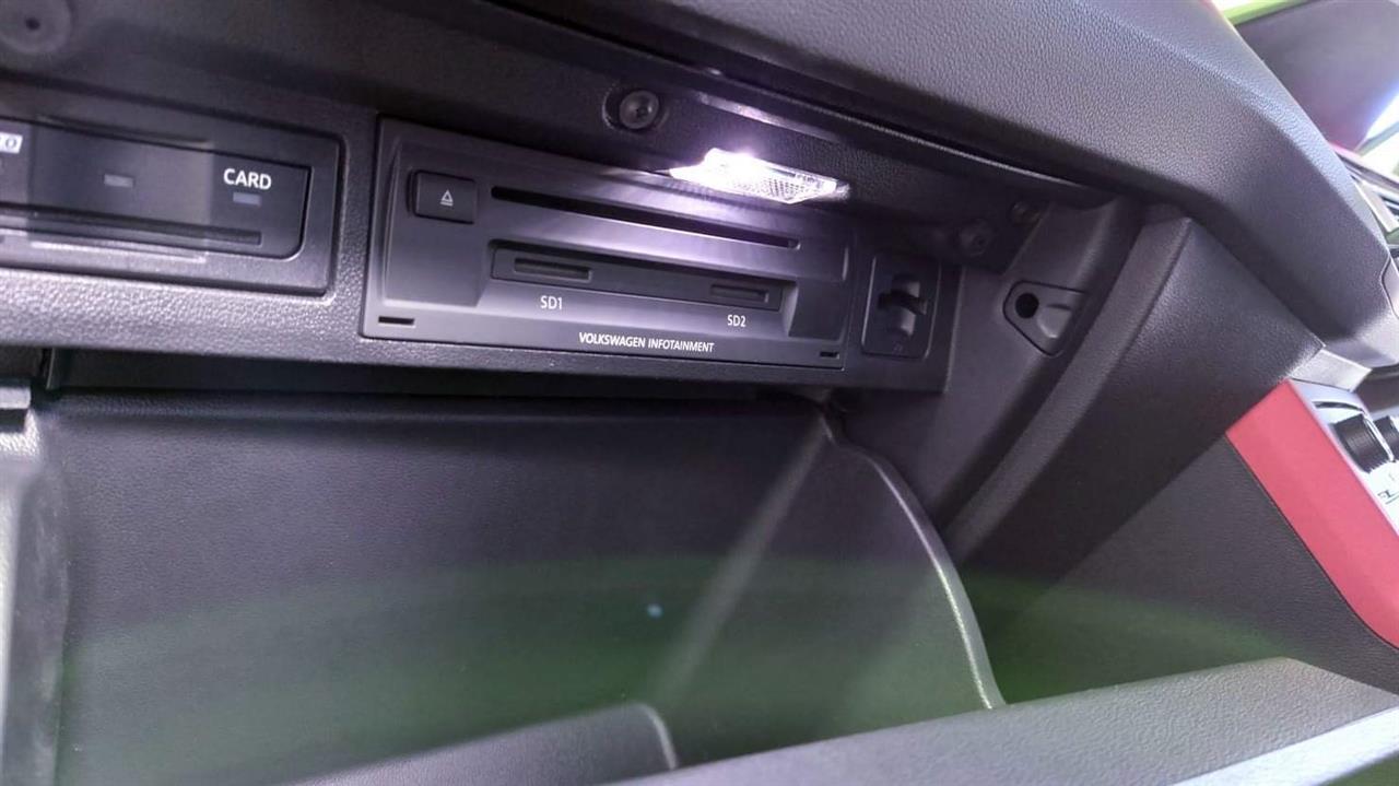 【備忘録】 グローブボックス LEDライト 配備