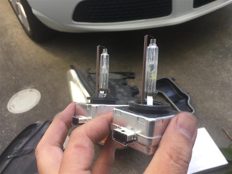 V70キセノンヘッドライトのタマ切れ処置