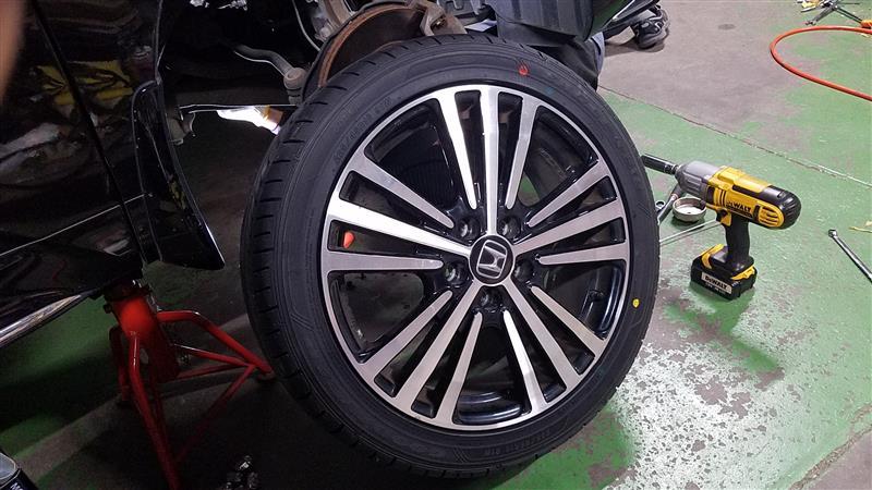 タイヤ交換(4本)+エアーバルブ交換