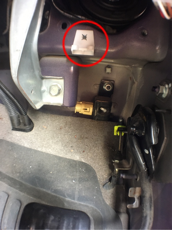 ヘッドライトの交換とライト裏の部品交換