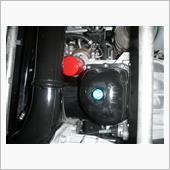 今回からエレメントを赤いのに変えてみた。<br /> ドレンが青、エレメントが赤でエンジンの上も下も華やかになった。