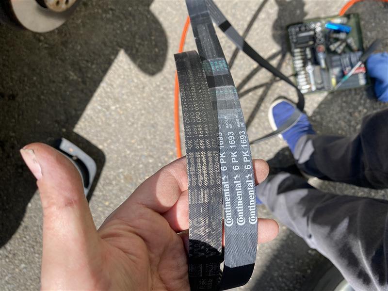 ゴルフ GOLF6 トレンドライン1.2 Vベルト交換
