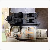 運転席パワーウィンドウスイッチ清掃・LED交換の画像