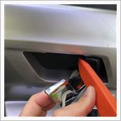 ZRR70W 70系ヴォクシー ドアミラー自動格納ユニット取り付け(内張はがし)の画像