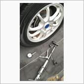 タイヤ交換後の空気圧力、調節と確認の画像