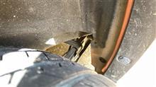 タイヤハウスを本体側だけで塗り分ける