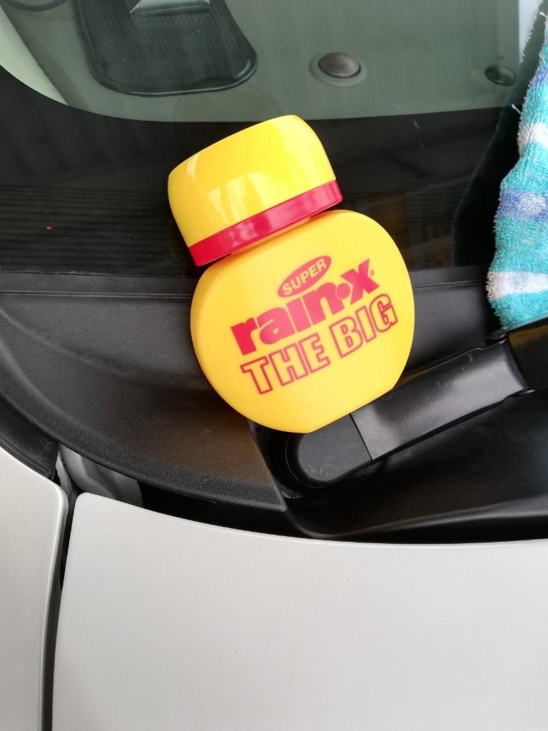 雨の止み間に洗車しました。