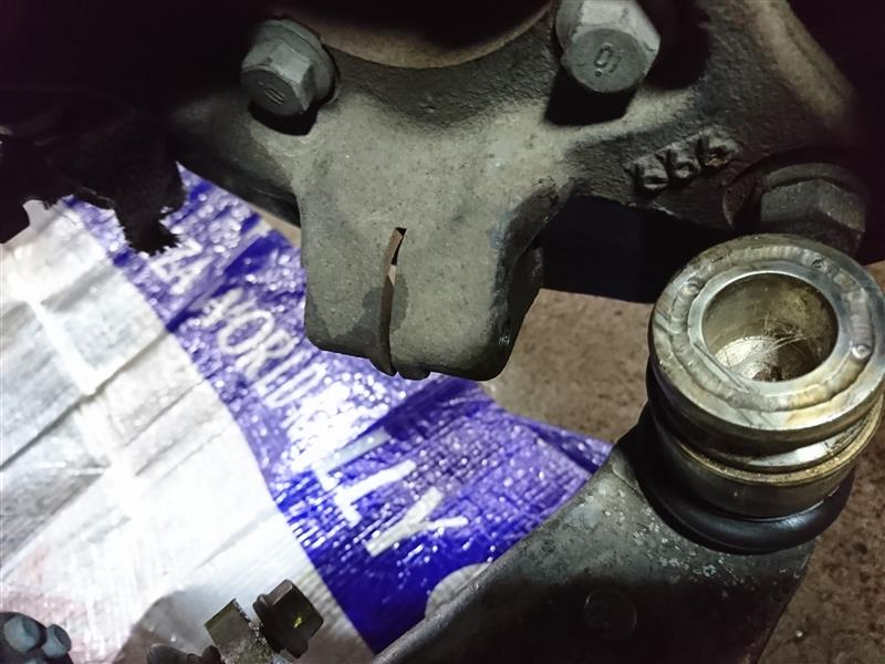 右フロント異音、ドライブシャフト点検、ハブ下ボルト破損
