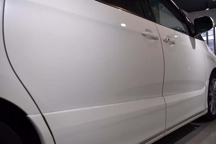 時代を駆け抜けた大型ミニバン。トヨタ・エスティマのガラスコーティング【リボルト埼玉北】