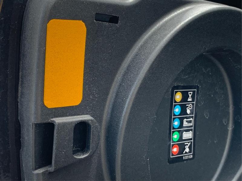 充電口用反射ステッカー